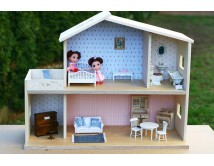 Drewniany domek dla lalek z ceramiczną łazienką i mebelkami