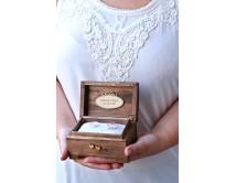 Kuferek na obrączki ślubne - z różą - PERSONALIZACJA