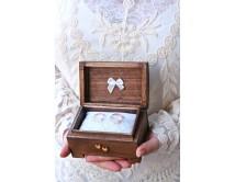 Kuferek na obrączki ślubne - z różyczką