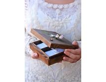 Pudełko  na obrączki ślubne - z różyczkami
